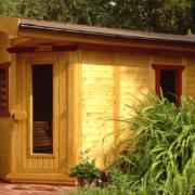 gs4 Zweifarbiges Massivholz -Sauna -Gartenhaus mit Fenstern und einem großflächig verglasten Türelement